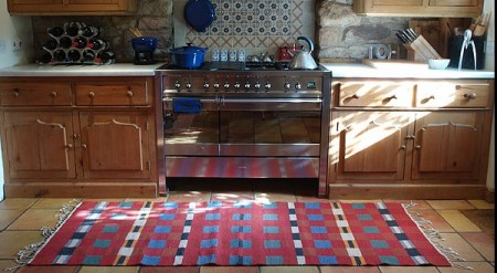 make your kitchen appear attractive with kitchen rugs and its sorts