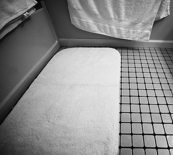 Large Bathroom Rugs Are More Effective And Tidy