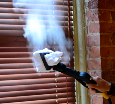 Cleaning-venetian-blinds