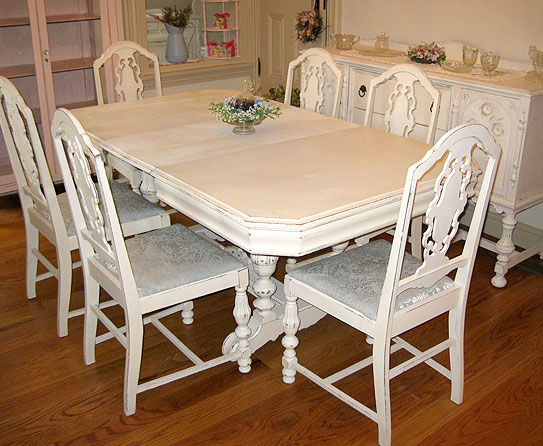 Why Adding A Rug Under Dining Table Sets Is A Must: How To Choose A Dining Room Table Set