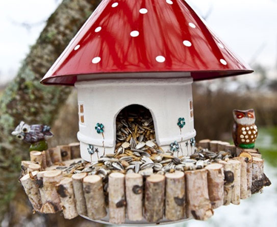 Good Come Winter, A Mushroom House Bird Feeder With Its Red Roof Will Stand Out  And Clearly Signal As A Feeding Post To Birds. Nice Design